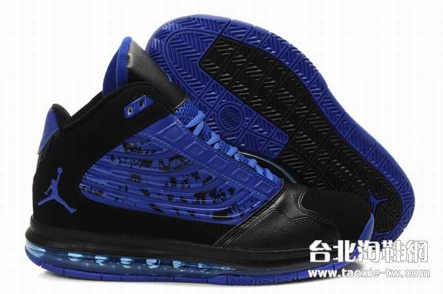 黑蓝色男生运动鞋